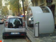 Première station Autolib _ Paris 20ème